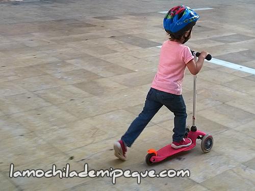 El patinete y los niños